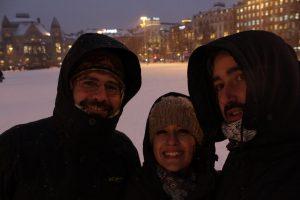 Javier, Diego y Beatriz en la plaza nevada